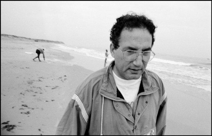 د. اياد السراج على شاطئ غزّة