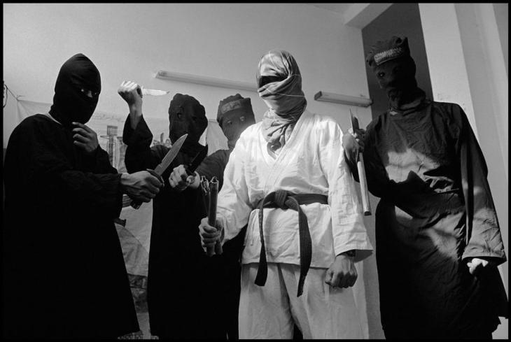 شبان ينتمون لحماس في احد مساجد غزة 1993