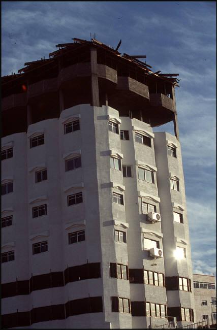 بنايات جديدة بدأت بالظهور بعد دخول الرئيس عرفات لغزة 1995