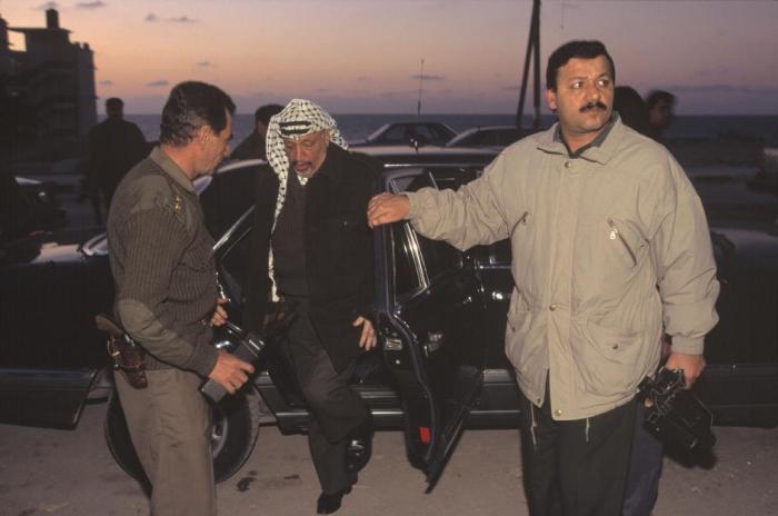 رجال من قوات ال17 يحرسون الرئيس عرفات 1995