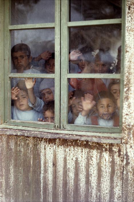 اطفال في مدرسة للاجئين 1961