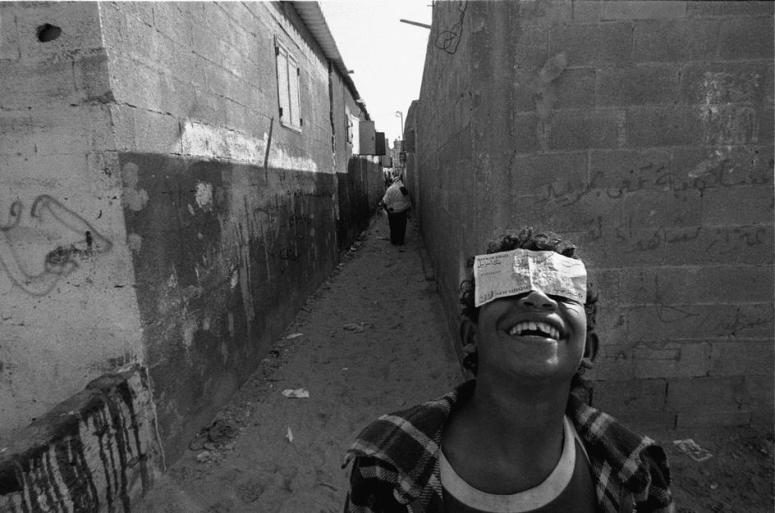ازقة احد المخيّمات في رفح 1993