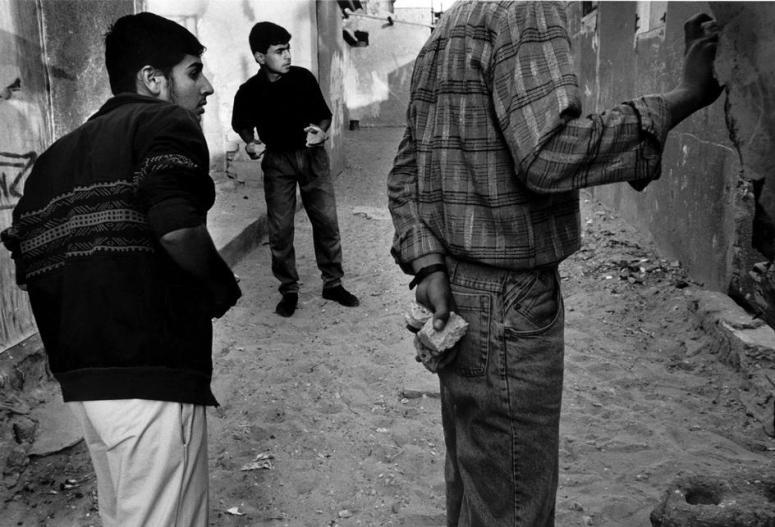 مواجهات في مخيّم الشاطئ بعد استشهاد أحد الشبان هناك